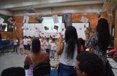 Crianças fizeram apresentações de canto e dança para as mães