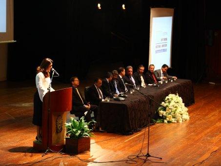 Coordenadora do curso de Direito da UCDB, Elaine Cler Alexandre dos Santos, na abertura do evento