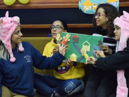 Alunos de Pedagogia contaram histórias infantis