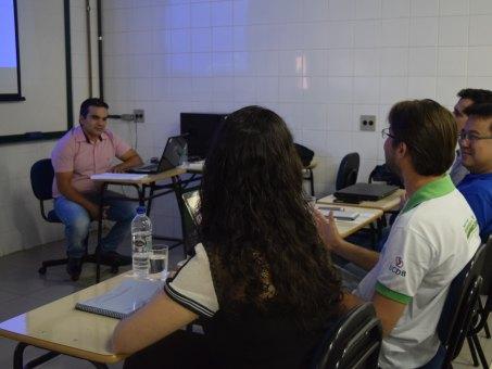 Hermenegildo Calças Neto durante a defesa da dissertação