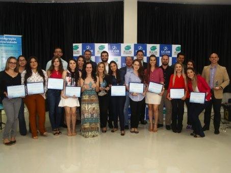 Alunos e professores da UCDB que participaram do projeto finalista