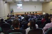Videoconferência foi transmitida no anfiteatro da biblioteca