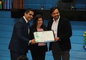 Professora Cláudia Diniz recebeu homenagem na Assembleia Legislativa