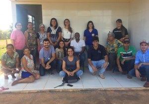Acadêmicos de Agronomia e Serviço Social que participam do projeto