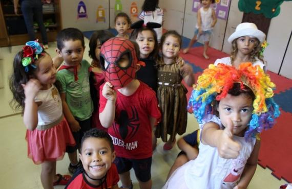 Crianças participaram de baile à fantasia
