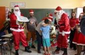 A entrega dos presentes para os alunos da Escola Municipal Licurgo de Oliveira Bastos foi feita por voluntários da UCDB