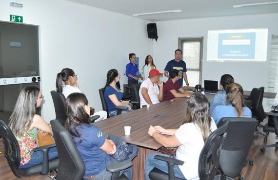 Formandos de Farmácia durante visita ao CRF-MS