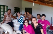 Professores e acadêmicos da UCDB junto com a comunidade do assentamento