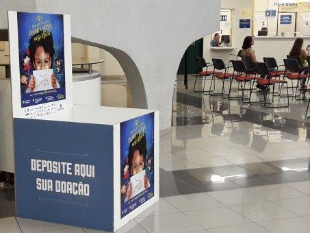 Caixa colocada no bloco Administrativo na qual as doações podem ser depositadas