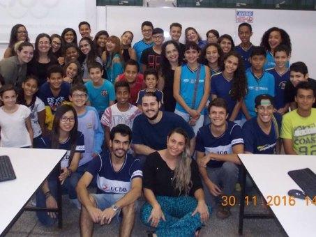 Alunos do Ensino Médio que participam do projeto e extensionistas dos cursos da UCDB