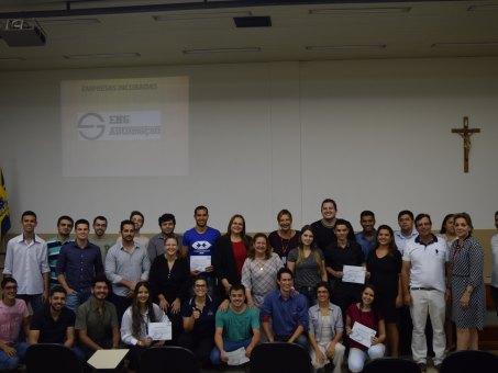 Acadêmicos, professores e empresários que participaram do momento de integração