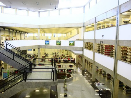 Biblioteca Padre Félix Zavattaro, localizada na UCDB Tamandaré