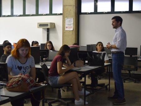 Palestra foi ministrada no laboratório de informática do bloco B