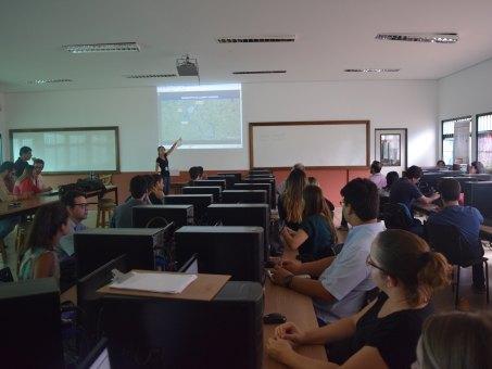 Vários profissionais da área ministraram palestras para os alunos durante o treinamento