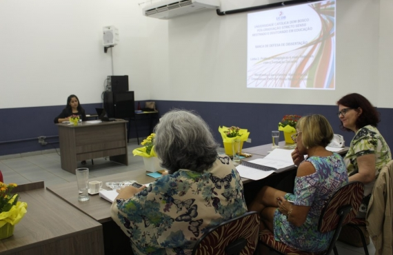Laura durante a apresentação da dissertação desenvolvida